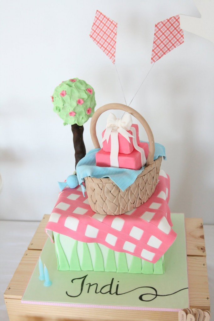 --totally cute kite cake found via Pinterest with no source listed--